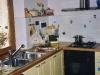 Cucina gialla in legno