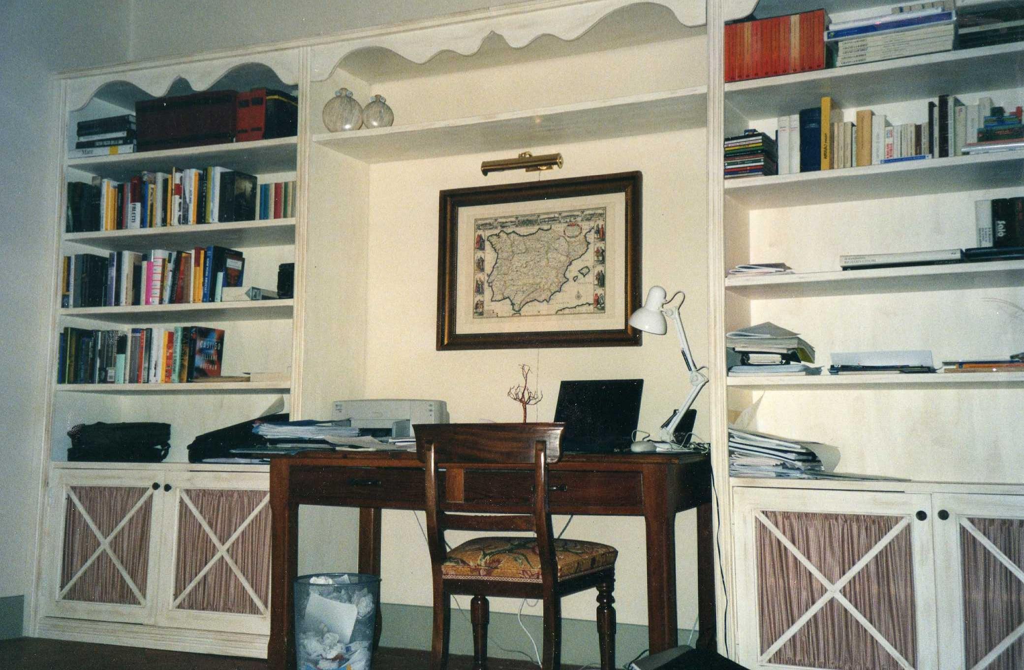 Arredamenti su misura falegnami artigiani a firenze for Libreria bianca economica